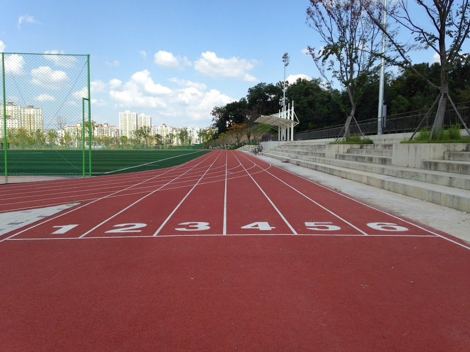 Running track at Unjeong Health Park