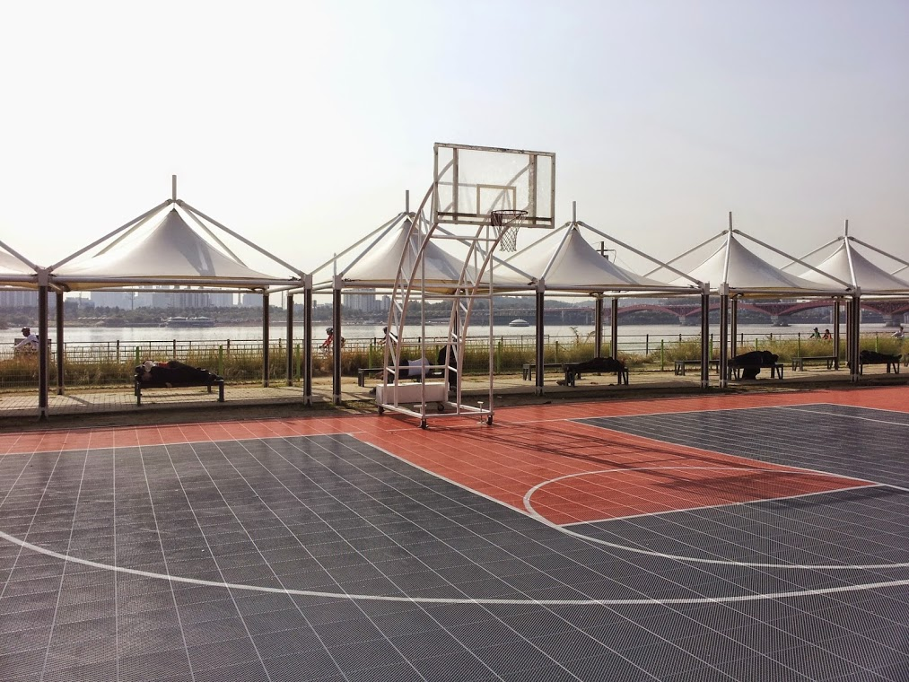 Basketball Court in Mangwon Hangang Park